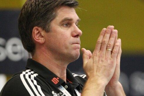 EHV-Trainer Rúnar Sigtryggsson am Rande des siegreichen Heimspiels gegen Leipzig.
