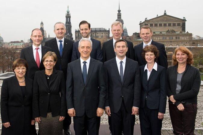 oben: Markus Ulbig, Thomas Schmidt, Sebastian Gemkow, Georg Unland und Fritz Jaeckel; unten: Brunhild Kurth, Barbara Klepsch, Stanislaw Tillich, Martin Dulig, Eva-Maria Stange und Petra Köpping.