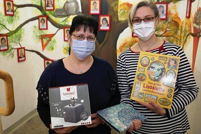 """Silke Adam (links) und Cornelia Schneider sind in der Kita """"Knirpsenland"""" in Lößnitz die beiden Sprachfachkräfte, die über das Bundesprogramm finanziert werden."""