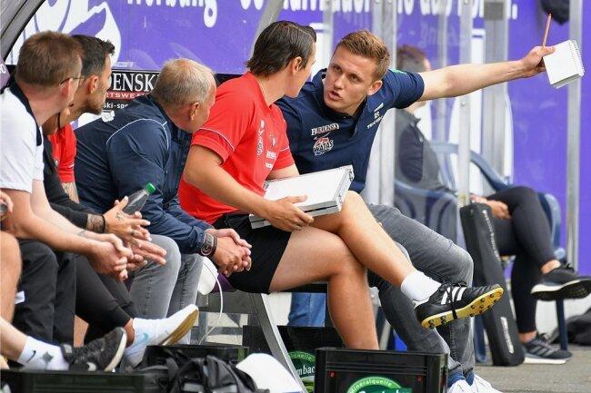 Besonders in der ersten Halbzeit im Spiel gegen Sandhausen hatte Aue-Trainer Alexey Shpilevski (rechts) viel zu kritisieren.