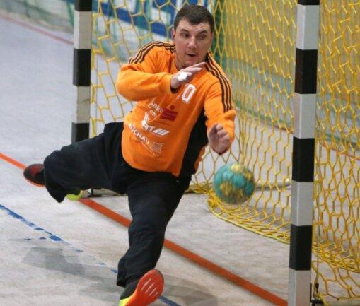 Der Tscheche Ludek Kylisek, Handballtorhüter des HC Glauchau/Meerane, überzeugt vor allem durch sein gutes Stellungsspiel.