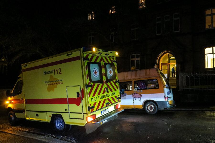 Aue: Kirchliche Weihnachtsfeier für Bedürftigte eskaliert - 51-Jähriger schwer verletzt