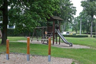 Der Langenchursdorfer Spielplatz an der Feuerwehr muss wegen eines Bauvorhabens umgesetzt werden.