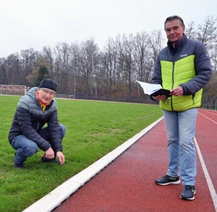 Der Göltzschtalmarathon-Gesamtleiter René Weigel (links) und der Leichtathletik-Abteilungsleiter Reiner Milek (rechts) sind guter Dinge, dass dieses Jahr noch Wettkämpfe durchgeführt werden können.