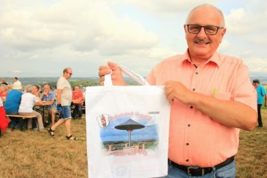 Diesen Stoffbeutel mit Pilz-Motiv gab's von Bürgermeister Volker Bachmann für die Spender und Sponsoren.