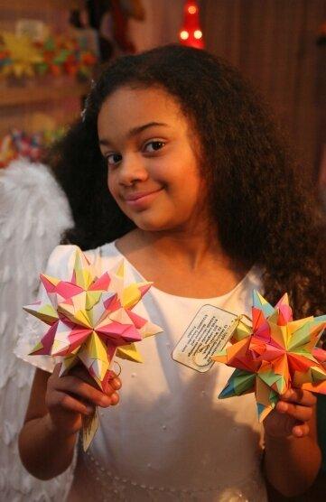 "<p class=""artikelinhalt"">Josephine Eboh als Weihnachtsengel. </p>"