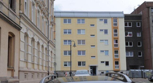 An der Tschaikowskistraße zeigen sich erste Teile eines von der GGG modernisierten Fünfgeschossers in neuen, freundlichen Farben.
