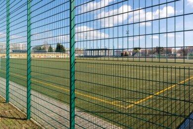 Fußballspiele und Trainingseinheiten gab es in diesem Jahr auf dem Platz der Einheit in Freiberg vergleichsweise selten. Wie an vielen anderen Sporteinrichtungen blieben die Tore über mehrere Monate hinweg geschlossen.
