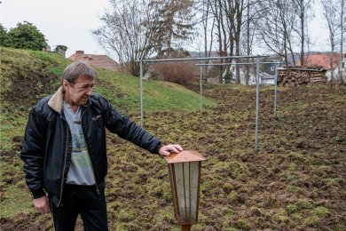 Wildschweine haben das Grundstück von Michael Krenkel zu großen Teilen verwüstet. Der Wäscheplatz ist nicht mehr wiederzuerkennen.