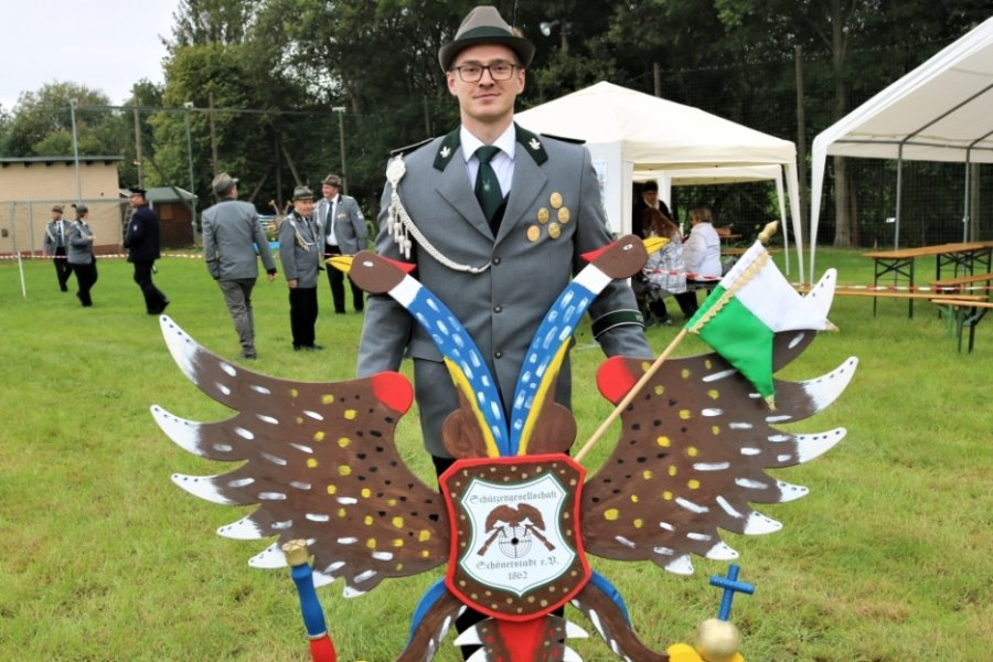 Fabian Nendel hat das erste Mal den hölzernen Vogel für das Königsadlerschießen gebaut. Er ist seit zehn Jahren Mitglied der Schützengesellschaft Schönerstadt.