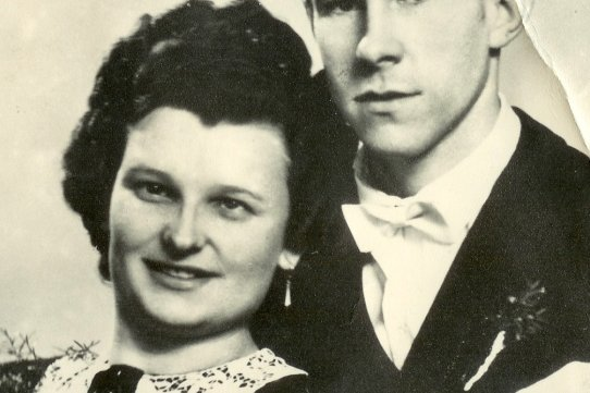 Die Aufnahme zeigt Gerda und Roland Kums zu ihrer Hochzeit am 24. Februar 1951