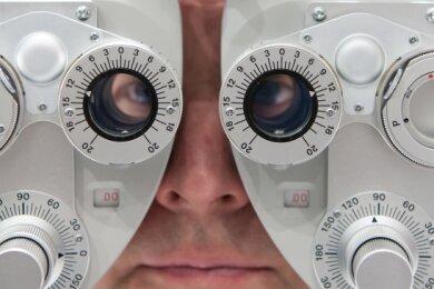 Im Vogtland droht ein Augenarzt-Engpass.