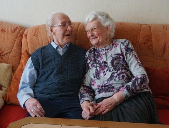 Roland und Gerda Kums sind seit 70 Jahren verheiratet. Trotzdem sind die Beiden heute noch genau so verliebt wie damals.