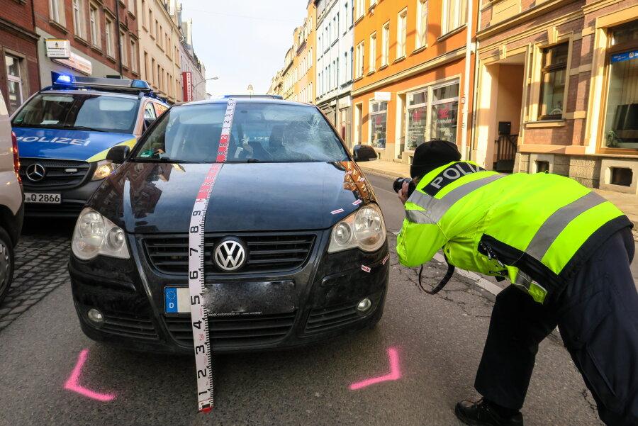 Fußgänger von VW angefahren
