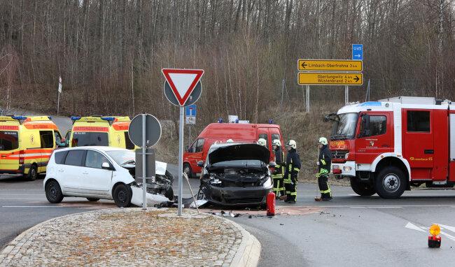 An der A4-Anschlussstelle Wüstenbrand prallten diese Autos zusammen.