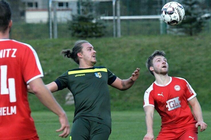 Die Lößnitzer um Max Prügner (r.) spielten ihre Überlegenheit gegen Dresden Laubegast in der zweiten Halbzeit erfolgreich aus.