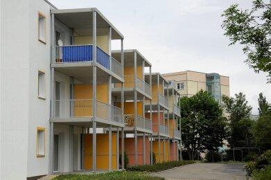 Der Wohnblock Albert-Schweitzer-Straße 30-38 gehört zu den Immobilien der Woba im Wohngebiet Reichenbach-West.