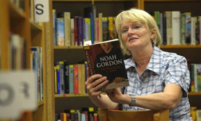 """<p class=""""artikelinhalt"""">Christine Erler leitet die Stadtbibliothek in Limbach-Oberfrohna. Ihr aktueller Buchtipp lautet: """"Der Katalane"""" von Noah Gordon. """"Das ist spannend und gut geschrieben"""", so die Diplombibliothekarin.</p>"""