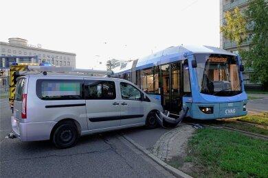 Anfang Septemer kollidierte auf der Bahnhofstraße ein Auto mit einer Straßenbahn - einer von fast 6600 Verkehrsunfällen im Stadtgebiet im vergangenen Jahr.