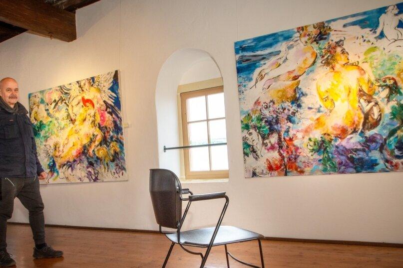 Uwe Schwarz hat für die derzeitige Ausstellung Bilder von Johanna Kieling zusammengestellt.