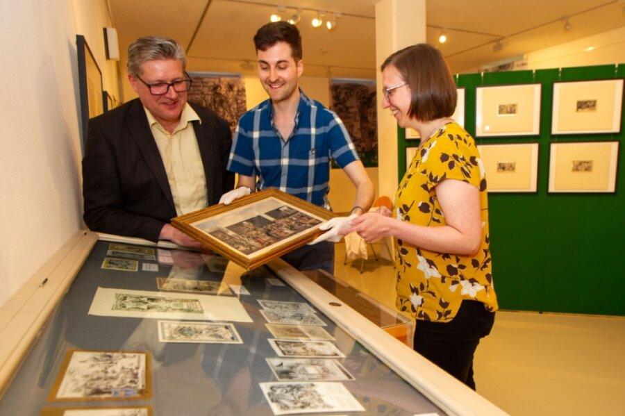 Museumschef Martin Salesch, Mitarbeiter Marvin Schaarschmidt und Restauratorin Mariana Zell waren am inhaltlichen Aufbau der neuen Ausstellung im Vogtlandmuseum beteiligt.
