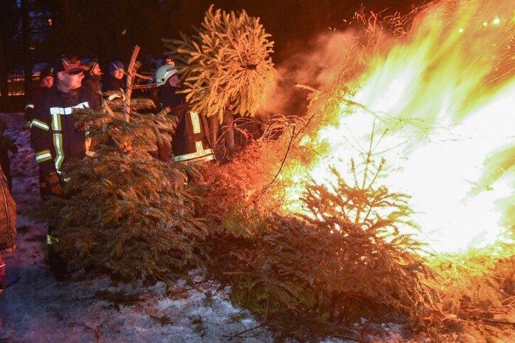 Es ist rund um Limbach-Oberfrohna schon Tradition, dass kurz nach dem Jahreswechsel in geselliger Runde ausrangierte Weihnachtsbäume verbrannt werden. Dieses Jahr fallen die Feuer aus.
