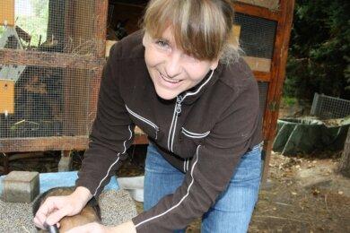Stephanie Hemmann ist Tätowiermeisterin beim Kleintierzüchterverein Dänkritz/Lauterbach.