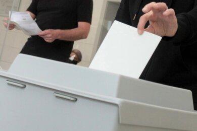 Am Sonntagmorgen um 8 Uhr öffnen die Wahllokale. Selbst bei einer vergleichsweise hohen Wahlbeteiligung - vor vier Jahren lag sie in Chemnitz bei rund 75Prozent - dürfte sich der Andrang diesmal in Grenzen halten. Fast jeder dritte Wahlberechtigte hat Briefwahlunterlagen angefordert.