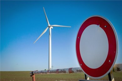 Windräder wie dieses bei Altenhain sind auch in Mittelsachsen umstritten. Vor allem Bewohner von Kommunen, in denen Neubauten geplant sind, fürchten, diese Anlagen könnten zu nah an ihren Wohnhäusern entstehen.