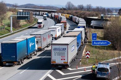 Die A4 am Mittwoch. Grund für die Verkehrsprobleme sind Kontrollen an der polnischen Grenze wegen der Corona-Pandemie.