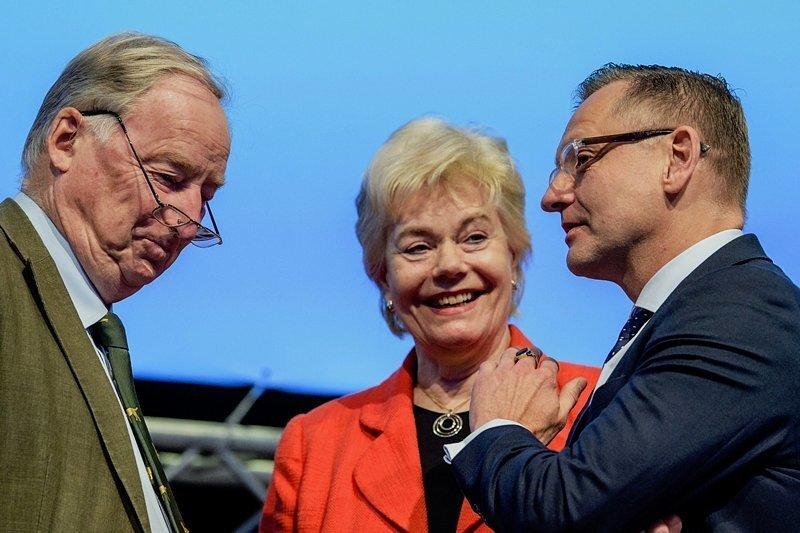 Politische Bildung künftig auch von rechts: AfD-Parteichef Alexander Gauland (l.) und Parteivize Kay Gottschalk mit der früheren CDU-Politikerin Erika Steinbach, Leiterin der Desiderius-Erasmus-Stiftung.