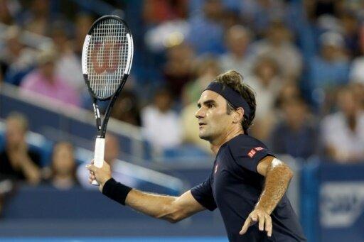 Federer bezwingt seinen Landsmann Wawrika