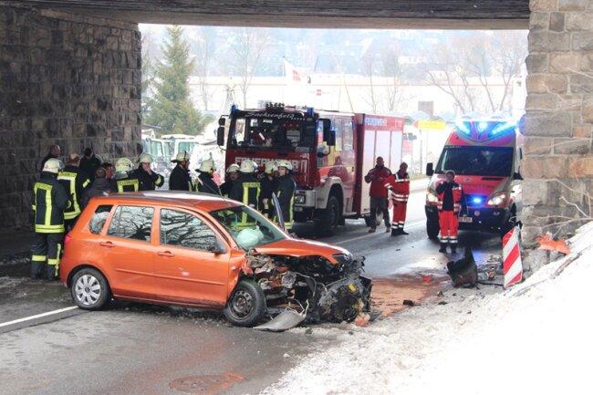 In Schwarzenberg überschlug sich am späten Nachmittag ein Mazda. Der Fahrer kam ins Krankenhaus.