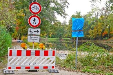 Der Geh- und Radweg wird erneuert sowie der Teich entschlammt, abgelassen und saniert.