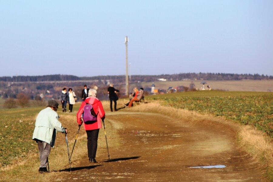 Die Kommunen stehen vor der Aufgabe zu prüfen, welche öffentlichen Wege noch ins Straßenbestandsverzeichnis aufgenommen werden müssen. Die Alte Plauener Straße in Lengenfeld, über welche der Vogtland-Panorama-Wanderweg und der Jakobsweg führen, ist bereits eingetragen.