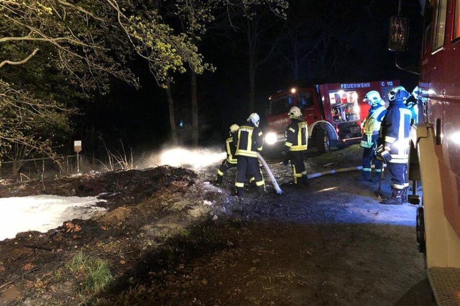 Am Samstagmorgen gegen 4 Uhr rückten Feuerwehrleute zu einem Schwelbrand in Netzschkau im Ortsteil Lambzig aus.