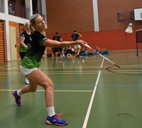 Sandra Kämpf erwies sich gegen Zwenkau wieder einmal als sichere Bank. Mit Partnerin Noreen Senfftleben (hinten) siegte sie im Damendoppel und später auch in ihrem Einzel.