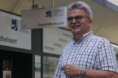 Harald Uerlings leitet seit sechs Jahren das Chemnitzer Gesundheitsamt. In der Corona-Epidemie hat sich die Behörde offensichtlich bewährt: Die drittgrößte Stadt Sachsens hat mit knapp 82 Corona-Infizierten pro 100.000 Einwohner eine der niedrigsten Quoten im Freistaat.