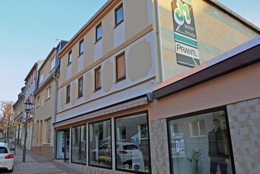 Das Geschäft Männermode Prantl in Glauchau gibt es seit 100 Jahren. Der Inhaber hofft, die Ladentür bald wieder richtig öffnen zu dürfen.
