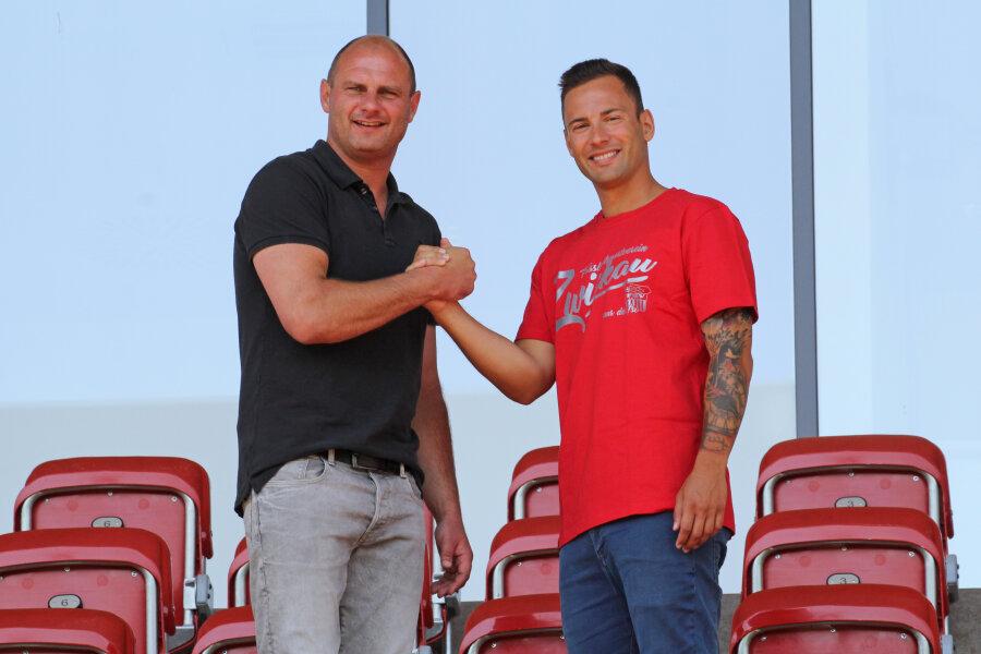 Sportdirektor des FSV Zwickau David Wagner (links) mit Neuzugang Ronny Garbuschewski