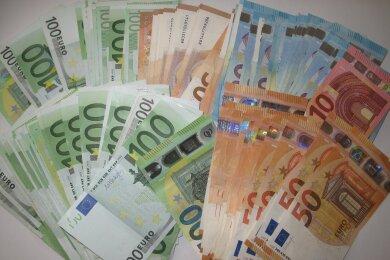 Bei den Hausdurchsuchungen wurde Bargeld in hoher Menge gefunden.