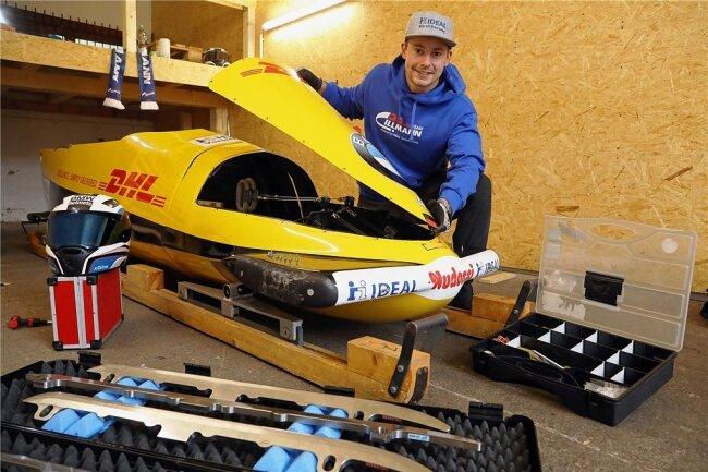 Genug geschraubt und gebastelt: Der Viererbob von Max Illmann steht bereit für die neue Saison in der Garage in Chemnitz.