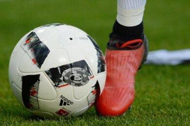 Die Sachsenliga-Fußballer von Germania Mittweida haben beim Radebeuler BC einen Auswärtssieg um Haaresbreite verpasst.