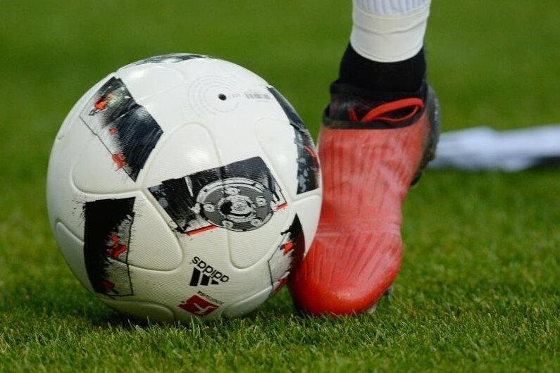 Fußball-Drittligist FSV Zwickau hat am Mittwochnachmittag in einem Testspiel unter Ausschluss der Öffentlichkeit 2:2 beim Regionalligisten FC Carl Zeiss Jena gespielt.