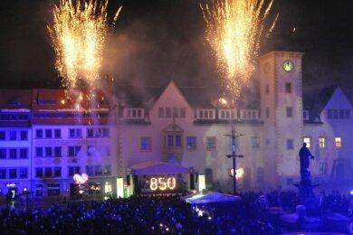 Schöne Erinnerung: Silvesterparty 2011 mit Feuerwerk auf dem Freiberger Obermarkt.