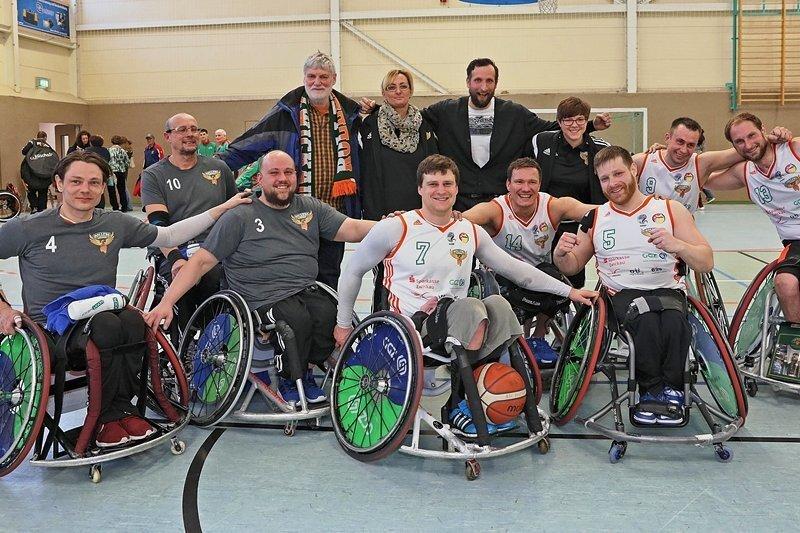 Freudige Gesichter nach dem abschließenden Spiel der Hauptrunde in der Sporthalle Mosel. Am Ende landete Zwickau auf dem 5. Platz.