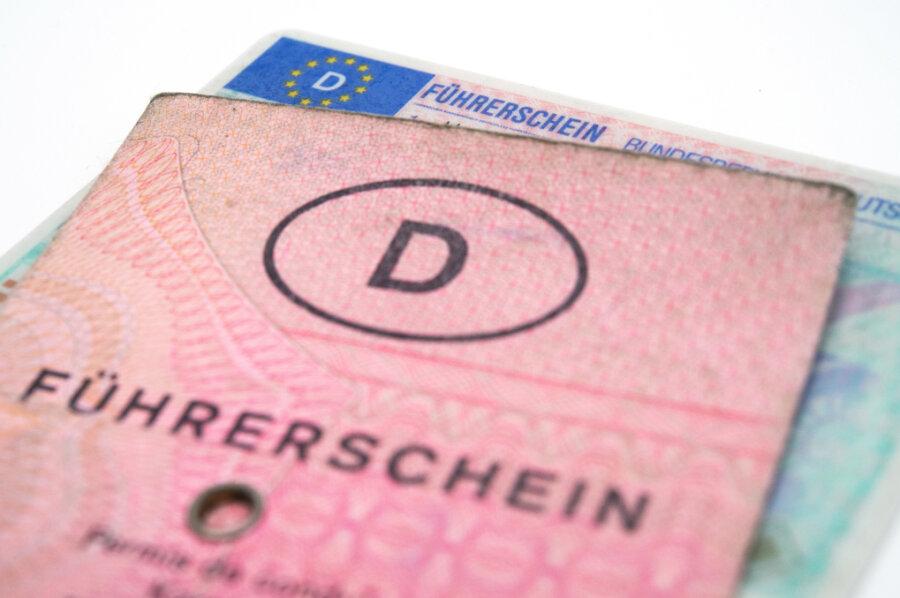 Nach 13 Jahren aufgeflogen: Mann aus Meerane kaufte Führerschein im Internet