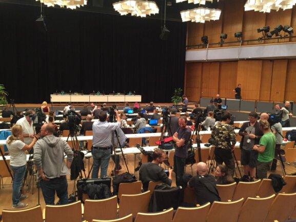 Vorbereitungen zur Pressekonferenz.