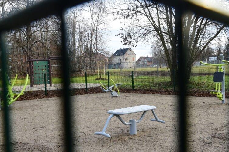 Am Chemnitztalradweg im Claußnitzer Ortsteil Markersdorf ist ein Rastplatz mit Fitnessparcours gebaut worden. Da die Abnahme des Areals noch nicht erfolgt ist, kann der Platz noch nicht betreten werden.