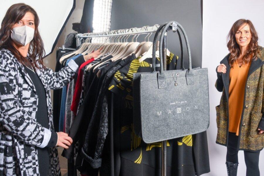 Silke Manon Wiesnet (links) und Model Katrin erarbeiten Werbematerial für die neue Kollektion.